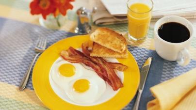 В США наибольшую прибыль ресторанам и кафе приносят завтраки
