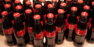 Coca-Cola HBC, світовий лідер зі сталого розвитку серед виробників напоїв, оголосила про нові зобов'язання щодо зменшення використання води і викидів вуглекислого газу