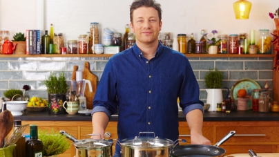 На «ОККО» в Киеве появились авторские соусы от гуру кулинарии Джейми Оливера