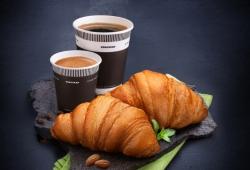 Круассан и кофе на ОККО