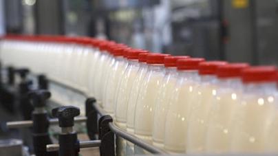 Контролировать качество молока Украине поможет Швейцария