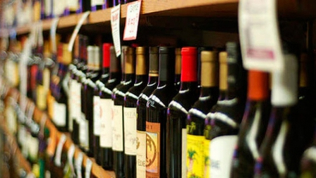 Кабмин хочет повысить минимальные цены на коньяк, водку и вина