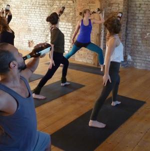 Тренд: Пивная йога — тема для стартапов по всему миру