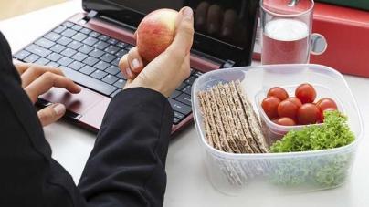 Здоровое питание или перекусы: советы главного диетолога страны