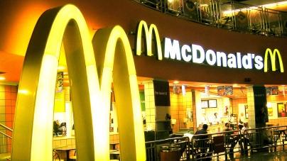 Выручка «Макдоналдс» в России снизилась на 0,5 млрд рублей