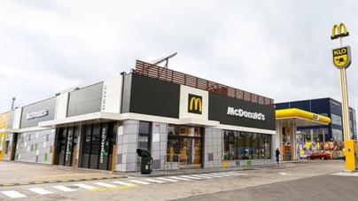 Украине появился первый Макдональдз с солнечными панелями и на территории АЗС