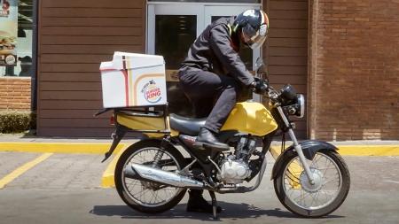 Burger King начнет доставлять бургеры застрявшим в пробке водителям