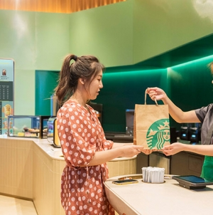 Starbucks открыл первый «экспресс» магазин