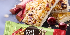 Новий батончик EatMe з ревенем та вишнею –  дієтична розрада для затятих ласунів