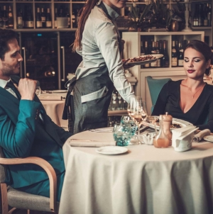 Ресторани відчинятимуться за своїм розкладом без згоди з органами місцевого самоврядування